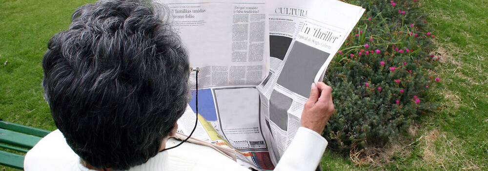 mujer-retirada-leyendo-el-periodico