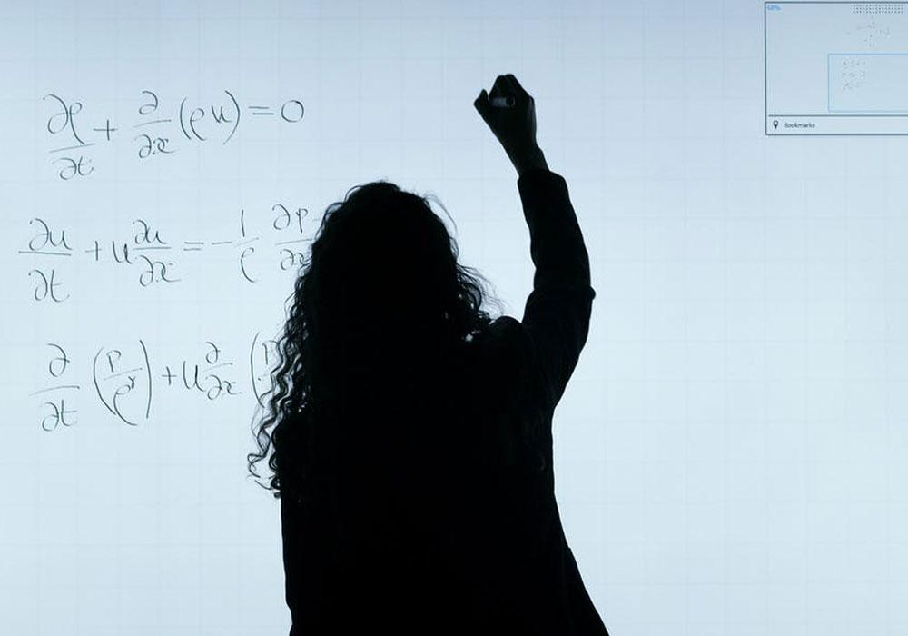 ¿Sin profesores? ¿Solo pantallas?: cuatro profecías sobre la educación para el siglo XXI